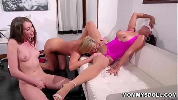 Reena Sky spreading her thick legs wide open and gets her milf pussy eaten by India Summer and Elena Koshk